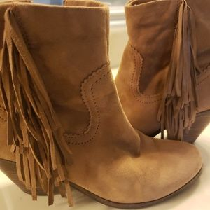 Fringe suede ankle boots by Sam Edelman size 6M